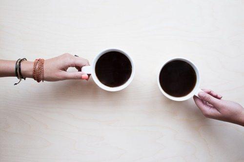コーヒーを飲みながらお喋り